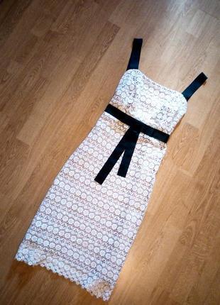 Платье кружево белое на подкладке с черными лентами и поясом миди bellissimo