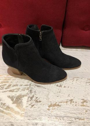 Замшевые ботиночки с перфорацией  minelli,р 38
