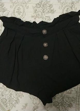 Актуальные легкие шорты на пуговицах высокая посадка защипы