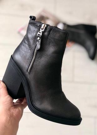 Демисезонные ботинки на каблуке натуральная кожа