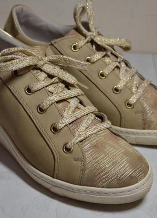 Женские  кожаные ботинки  cypres