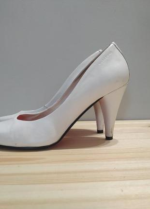 Белые кожаные туфли vagabond. оригинал. туфли лодочки на шпильке2 фото