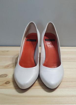 Белые кожаные туфли vagabond. оригинал. туфли лодочки на шпильке3 фото