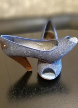Продам крутые туфли с открытым пальчиком на каблуке tommy hilfiger  оригинал2 фото