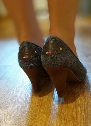 Продам крутые туфли с открытым пальчиком на каблуке tommy hilfiger  оригинал3 фото