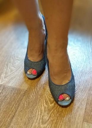 Продам крутые туфли с открытым пальчиком на каблуке tommy hilfiger  оригинал5 фото