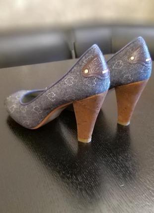 Продам крутые туфли с открытым пальчиком на каблуке tommy hilfiger  оригинал4 фото