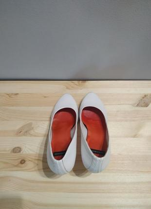 Белые кожаные туфли vagabond. оригинал. туфли лодочки на шпильке4 фото