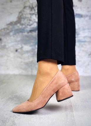 Натуральный замш элегантные туфли пудрового цвета на небольшом интересном каблуке2 фото