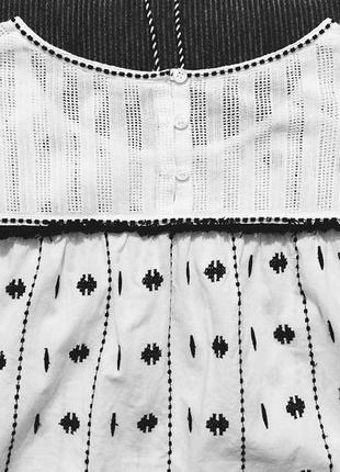 Белая блуза блузка без рукава next вышитый черный узор и завязки кисточки4 фото
