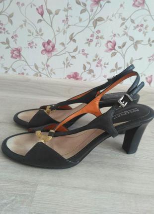 Черные босоножки с интересным эффектом на носке2 фото