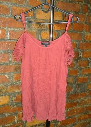 Блуза кофточка с вырезами на плечах декорирована кружевом atmosphere