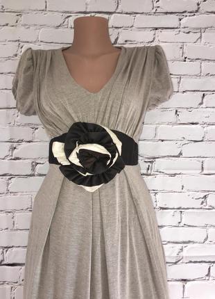 Платье бежевое с цветком2 фото