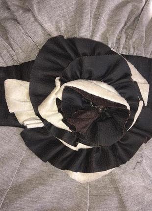 Платье бежевое с цветком6 фото