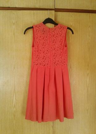Коралловое платье с кружевной спинкой, s.