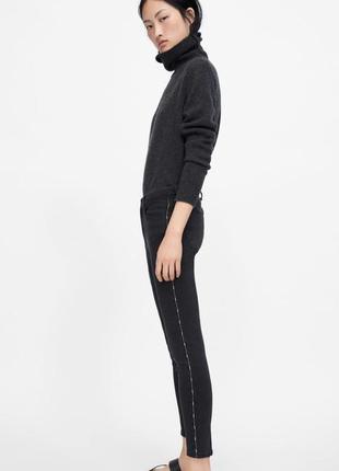 Чёрные джинсы скинни с лампасами с бусинами  zara2 фото