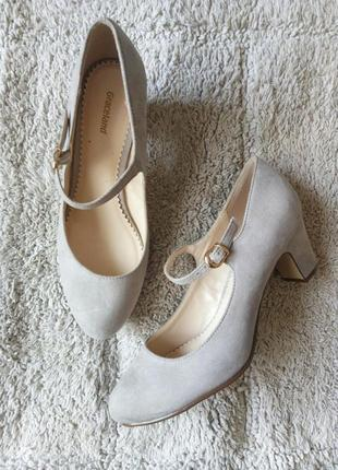 Бежеві туфлі замш від graceland1 фото