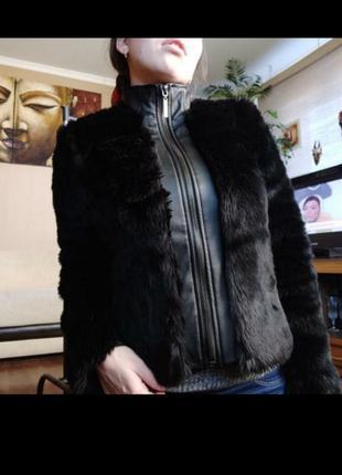 Кожаная куртка с еко- мехом.