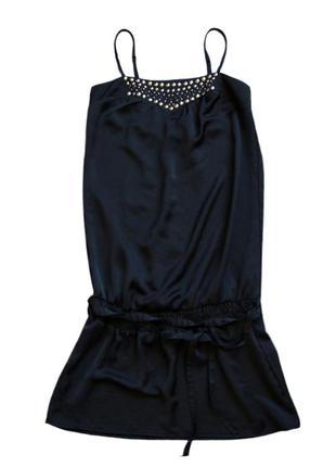 Красивое легкое платье с заниженно талией и красивым металлическим декором