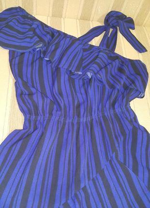 Шикарное платье с воланом3 фото