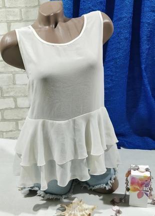 Шифоновая нежно-бежевая без рукавов блузка с воланами1 фото