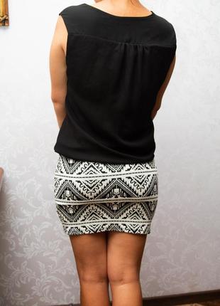 Мини платье с узкой юбкой и свободным верхом.2 фото