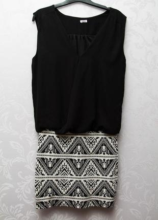 Мини платье с узкой юбкой и свободным верхом.3 фото