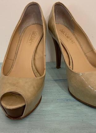 Женские туфли на высоком каблуке с открытым носком (кожа)