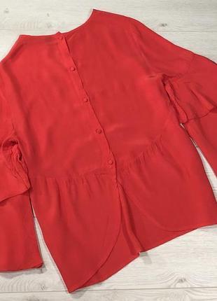 Блуза красного цвета с воланами на рукавах и красивой спинкой4 фото