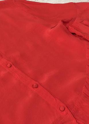 Блуза красного цвета с воланами на рукавах и красивой спинкой6 фото