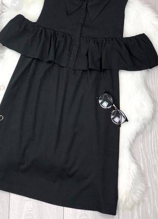 Шикарное актуальное чёрное платье-рубашка с открытыми плечами4 фото