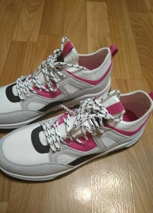 Кросівки дуже гарні2 фото