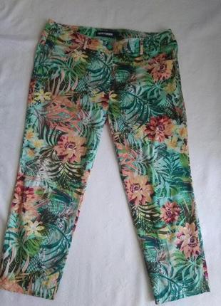 Стрейчевые брюки джинсы с тропическим принтом большого размера. принтом4 фото