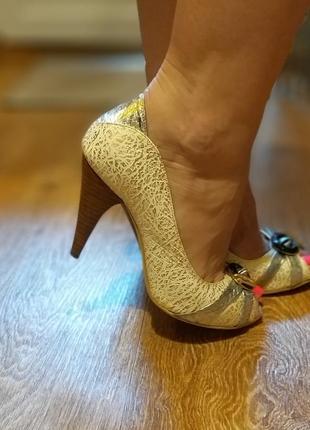 Продам крутые туфли с открытым пальчиком на каблуке stefani