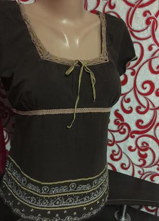Красивая футболка с вязаным ажурным кружевом и вышивкой на 50 р2 фото