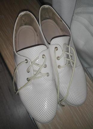 Удобные туфли на шнурках