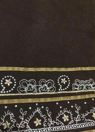 Красивая футболка с вязаным ажурным кружевом и вышивкой на 50 р6 фото