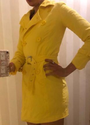 Жовтий плащ тренч тренд3 фото