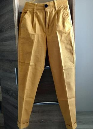 Горчичные брюки bershka