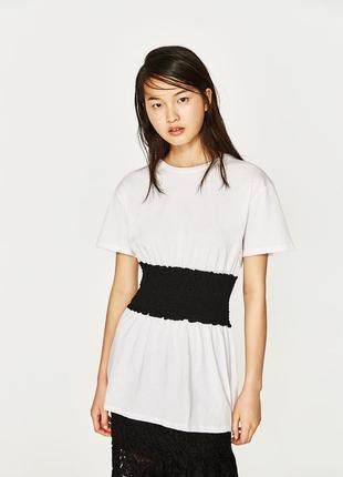 Актуальная базовая белая футболка с чёрным корсетом/поясом от zara4 фото