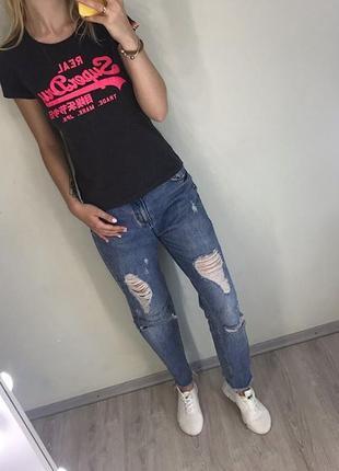 Темно серая футболка с розовой надписью2 фото