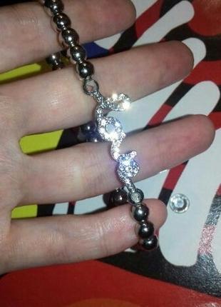 Браслет из бусин с шармом серебряного цвета с надписью love10 фото