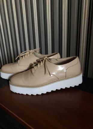 Крутые туфли, бежевого цвета4 фото