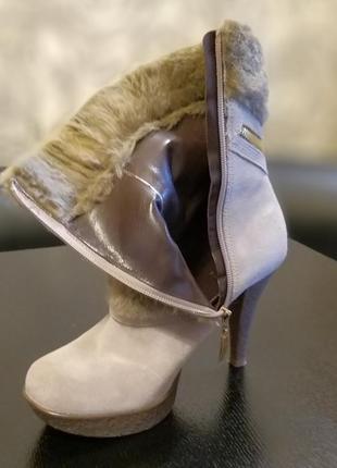 Продам крутые демисезонные ботинки на каблуке guess оригинал2 фото