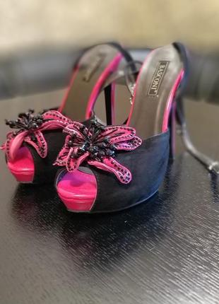 Продам крутые босоножки на каблуке basconi4 фото
