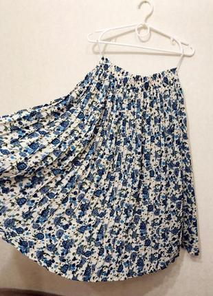 Міді спідниця плісе / плиссе плиссированная юбка в цветочек миди тренд6 фото