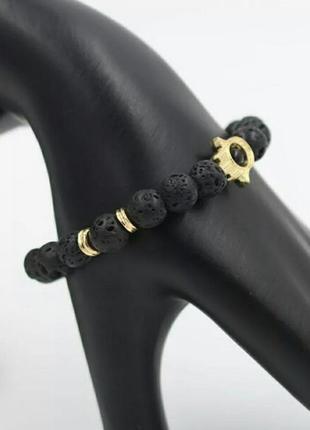 Стильный браслет с лавой черного цвета с шармом рука с глазом3 фото