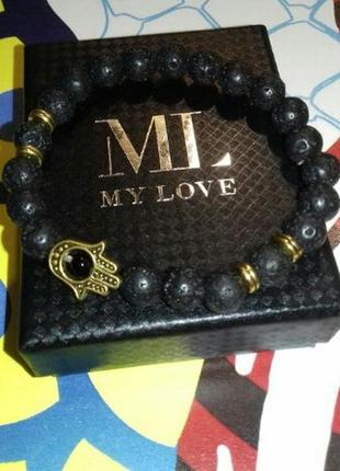 Стильный браслет с лавой черного цвета с шармом рука с глазом10 фото