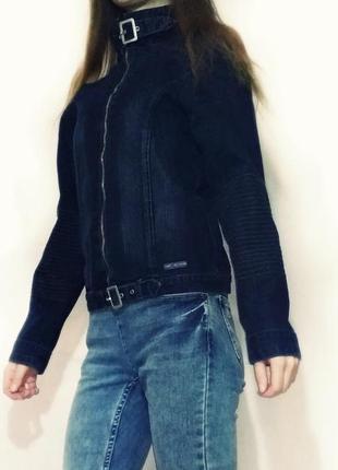 Куртка джинсовая синея ветровка летняя легкая короткая на молнии4 фото