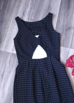 Классное офисное платье с открытой спиной2 фото